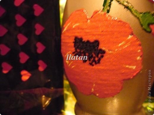 Захотелось просто вазочку в цвете золота. Бутылек, малярный скотч, краска-спрей, контур золото..... и вуа ля!! фото 5