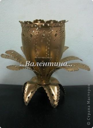 С такими розами из бумажных салфеток я поселилась в стране мастеров.       http://stranamasterov.ru/node/162472     Сегодня я разместила очередной букет в новую вазочку. Надеюсь, что Вы догадались из чего она сделана? фото 2