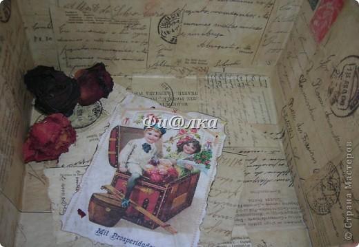 Жила-была коробочка , хранились в ней лекарства.Я решила ее немного преобразить и ...вот что  у меня получилось.  из материалов использовались: картонная коробка, распечатки старых открыток, акриловая краска, бумага, клей ПВА. фото 8