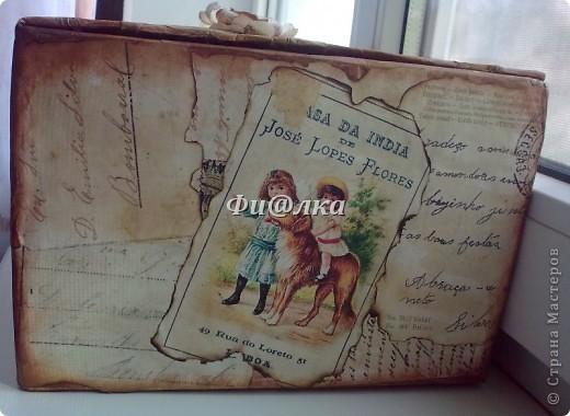Жила-была коробочка , хранились в ней лекарства.Я решила ее немного преобразить и ...вот что  у меня получилось.  из материалов использовались: картонная коробка, распечатки старых открыток, акриловая краска, бумага, клей ПВА. фото 5