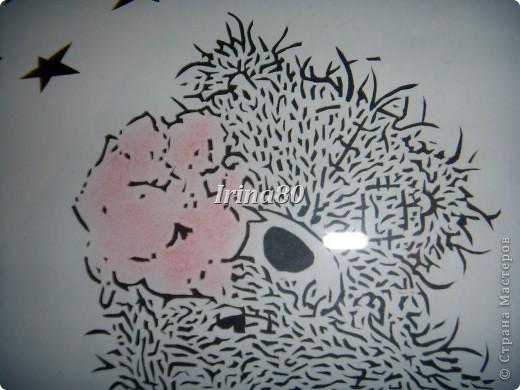 взяла картинку Теддика, обработала его в фотошопе и вырезала! Потом карандашиком подкрасила цветы и фон разный сделала для звезд и самого мишки. фото 2