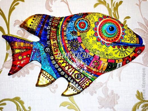 Это моя первая рыбка - повторюшка, ее автор Ирина МАтвеева. Делала я ее из полимерной глины, потом долго раскрашивала и расписывала. Очень трудоемкая работа. фото 1