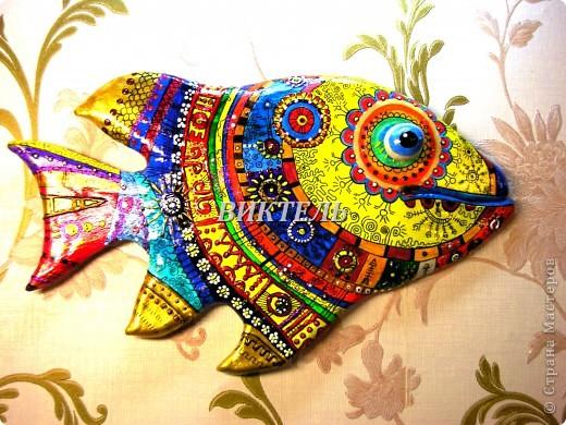 Это моя первая рыбка - повторюшка, ее автор Ирина МАтвеева. Делала я ее из полимерной глины, потом долго раскрашивала и расписывала. Очень трудоемкая работа. фото 2
