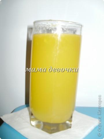очень вкусный получился сок, так как апельсины были ооочень сладкие я добавила больше лимонной кислоты, а сами апельсины измельчила блендером, получился сок не хуже чем в магазине. подробнее можно почитать тут: http://stranamasterov.ru/node/184491?c=favorite Думаю можно с любыми ягодами сделать так, а жмых я засахарила, может печеньки постряпаю. фото 1