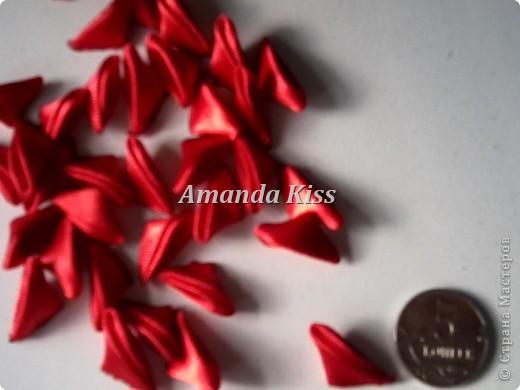 Добрый день всем кто заглянул посмотреть на мою маленькую хризантемку. В моем МК я показывал ее уже,но из широкой ленты (5см). http://stranamasterov.ru/node/196648   фото 2