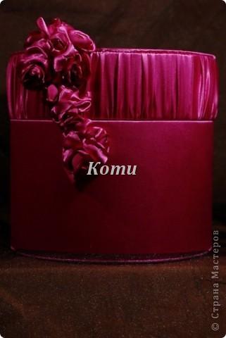 Материал:Стрейч-атлас цвет: фуксия,при разном свете,перелив от розового до фиолетового. Внутри отделка из коричневого атласа. фото 3