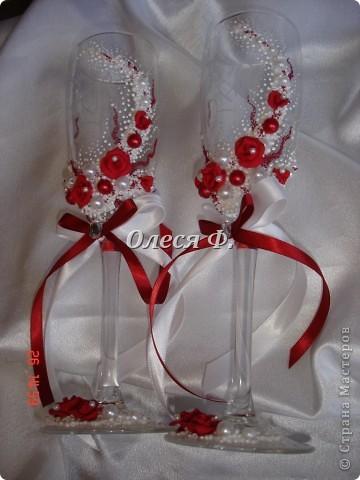 Последнее время, как никогда, много заказов на красные бокалы. Видимо, делать какой-то цветовой акцент входит в свадебную моду фото 5