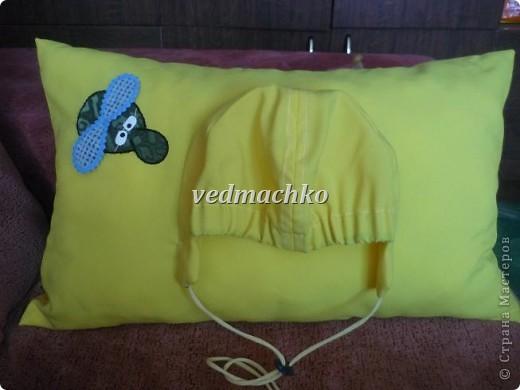 Подушка была сшита в качестве юмористического подарка, но оказалась очень удобной вещью!))) фото 2