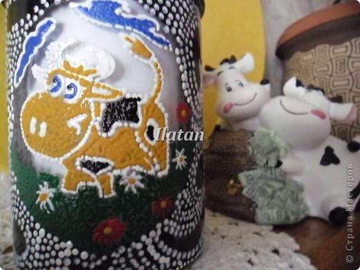 Идея родилась в 5 минут...:)  Баночка под сметану...  Веселенькая коровушка, теперь будет жить в моем холодильнике...:) фото 3