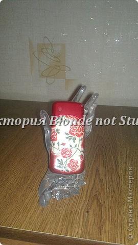Используемые материалы: пайетки, клей (исп. супер-клей), лак (исп. акриловый) и, собственно, телефон фото 4