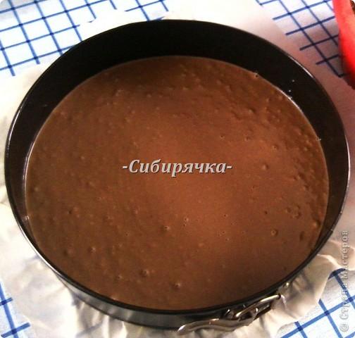 """Здравствуйте, дорогие мастера и мастерицы! Сегодня предлагаю Вам приготовить шоколадный-прешоколадный торт. Фактически это торт """"Прага"""", но с некоторыми изменениями. Ингредиенты: - кефир 1ст. - яйца 3шт. - маргарин 100г - сахар 1ст. для теста + 1 ст. для крема - мука 2 ст. - какао 3-4ст.л. для теста + 1-2ст.л. для крема - разрыхлитель (сода) 0,5ч.л. - лимонный сок 1ч.л., можно обойтись без него - сметана 300г (в идеале от35%, я не нашла такую, моя 25%) - шоколад темный для посыпки - ванилин   фото 9"""