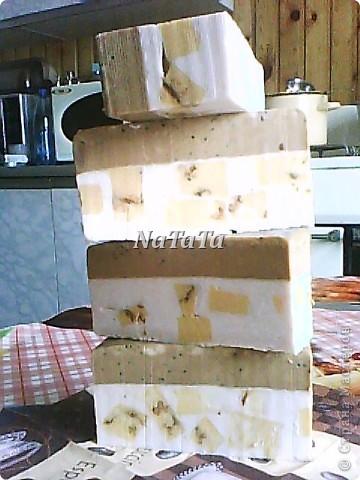 Коричневый слой-шоколадный с маком(нежный скрабик),белый-молочный с ароматом ванили,а жёлтые кубики-медовый с календулой. фото 1