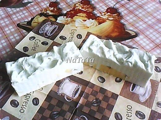 Коричневый слой-шоколадный с маком(нежный скрабик),белый-молочный с ароматом ванили,а жёлтые кубики-медовый с календулой. фото 3