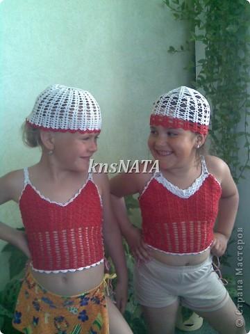 топы и шапочки для любимых девчонок (одни из первых работ крючком) фото 1