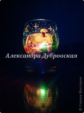 Во тьме ночной свеча горит Она порой покой сулит Увидишь пламя странный свет Как будто чей-то силуэт  Заманит пламя вглубь себя Какая странная свеча Ведь свет ее, как жизни миг, И всполыхнет надежды лик. фото 4