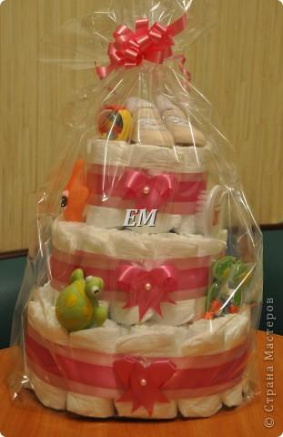 Вот такой вот торт из памперсов на рождение девочки у меня получился.... Делался срочно, на заказ, первый раз, поэтому уж как смогла...главное, что заказчику понравился...) фото 2
