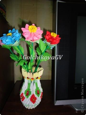 Очень понравились цветочки для кактуса в книге Татьяны Просняковой, изготовила их.