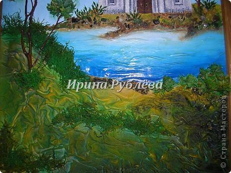Используя свойство ткани красиво и неповторимо драпироваться, создаются замечательные картины и панно с рельефным изображением деревьев, древесной коры, гор, воды. Чтобы драпировки хорошо держались, ткань обрабатывают мучным клейстером. фото 34
