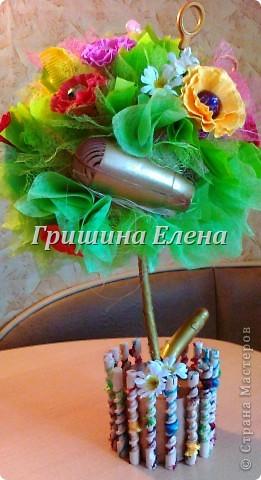 И снова у меня тематический букет (вернее целое дерево) - на этот раз для подарка парикмахеру. Заодно нашелся повод попробовать сделать цветы по МК Татьяны http://stranamasterov.ru/node/197258?c=favorite_451 фото 4