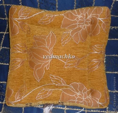 Такая подушка родилась после жалоб моей мамы на то, что руки устают держать книгу, а читает она много! фото 4