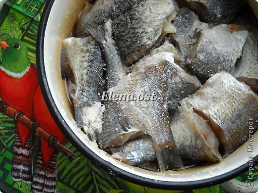 """Саламур или рыба маринованная. Еще можно назвать """"селедочка по-домашнему"""". Мой любимый рецепт приготовления рыбы. Рыбку можно брать любую. Особенно хороши: карп, карась, тарань, окунь, щука, судак.  фото 2"""