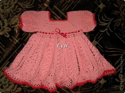 Вот такое платьице связала для своей принцессы. Немного великовато сейчас, но мы растем, подрастем и для него. фото 1