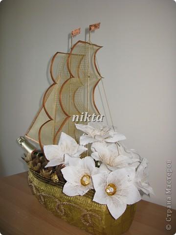 """В заказе на этот """"букет"""" нужно было совместить любимые конфеты Ферреро Роше, сладкий алкоголь и любимые цветы - лилии.  фото 2"""