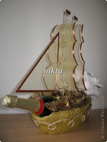 """В заказе на этот """"букет"""" нужно было совместить любимые конфеты Ферреро Роше, сладкий алкоголь и любимые цветы - лилии.  фото 5"""