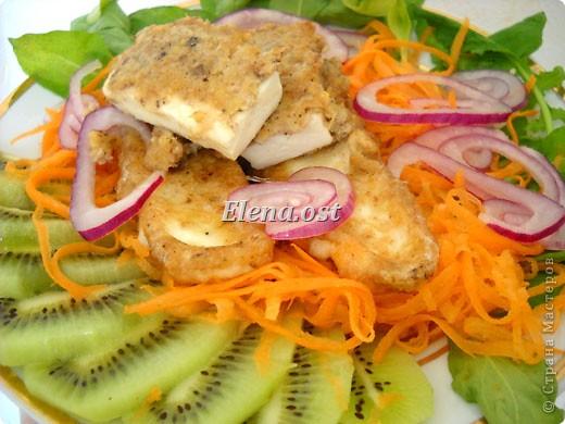 Плоды киви очень полезны и прекрасно сочетаются и с рыбой, и с мясом, и с овощами. Данное блюдо богато витаминами и не слишком калорийно. Попробуйте - не пожалеете!  фото 1