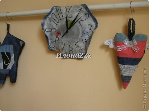 """Когда я увидела часы из пластинок у Маютти, а потом прочитала, что пластинки легко гнуть, если нагреть, то два этих факта пересеклись в моем сознании, и я сразу подумала о мягких часах Сальвадора Дали с картины """"Постоянство памяти"""". Мотив мягких часов часто встречается в творчестве Дали. Известно, что на мысль придать часам такю форму его натолкнул вид  расплавленного сыра. http://ru.wikipedia.org/wiki/%CF%EE%F1%F2%EE%FF%ED%F1%F2%E2%EE_%EF%E0%EC%FF%F2%E8    ССылка на статью в Википедии о картине и изображение самой картины фото 2"""