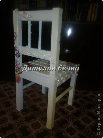 немного декупажа))  стульчик на морскую тему) фото 3
