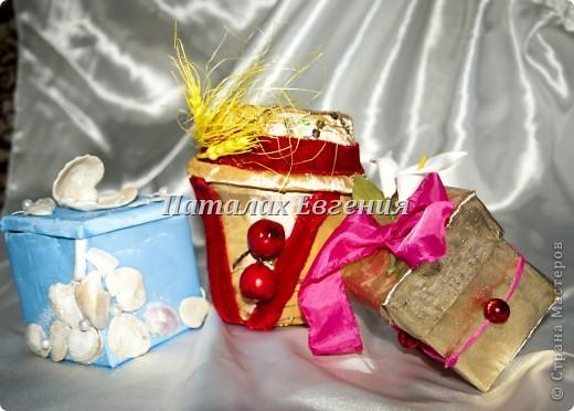В нашей серой жизни всегда есть место праздникам, И вот для того, что бы наши подарки не были тривиальными и обычными, мы их красиво украшаем, вот и я не стала исключением и решила придумать интересные упаковочки для мелких подарков фото 1