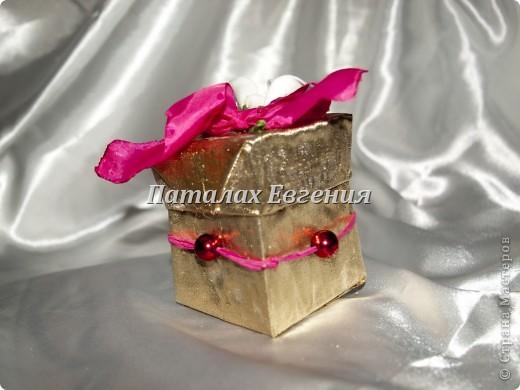 В нашей серой жизни всегда есть место праздникам, И вот для того, что бы наши подарки не были тривиальными и обычными, мы их красиво украшаем, вот и я не стала исключением и решила придумать интересные упаковочки для мелких подарков фото 2