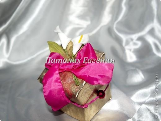 В нашей серой жизни всегда есть место праздникам, И вот для того, что бы наши подарки не были тривиальными и обычными, мы их красиво украшаем, вот и я не стала исключением и решила придумать интересные упаковочки для мелких подарков фото 3