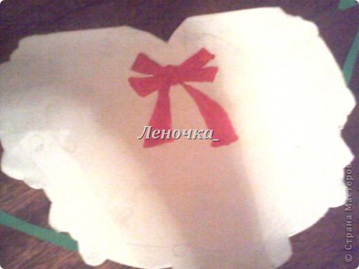 Сердечко в подарок) Это мой первый опыт, не судите строго.  Я делала эту открытку к 14 февраля в подарок.Понравилась.  Итак, нам понадобится:  Клей ПВА, бумага гофрированная и цветная, краски акварельные, черная ручка. фото 4