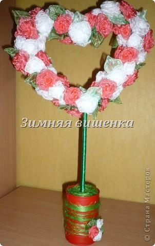 Топиарий из роз, сделанных из атласных лент. Мой первый опыт в изготовлении роз. Ох как долго я делала первые цветочки! фото 2