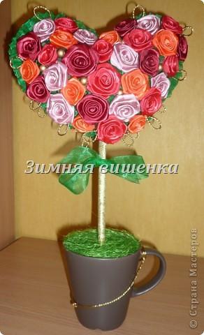 Топиарий из роз, сделанных из атласных лент. Мой первый опыт в изготовлении роз. Ох как долго я делала первые цветочки! фото 3