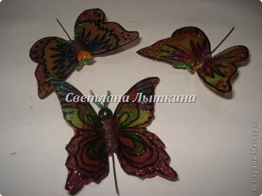 впервые увидела таких бабочек здесь http://by-hand.ru/item/view/3710 и решила себе сделать таких же прелестниц. Подробное описание как вырезать бабочек не буду повторять, а напишу лишь о своих изменениях. фото 1