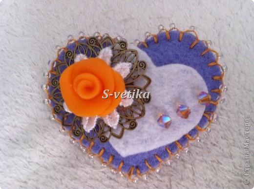 Брошь украшена кристаллами Сваровски.  фото 2