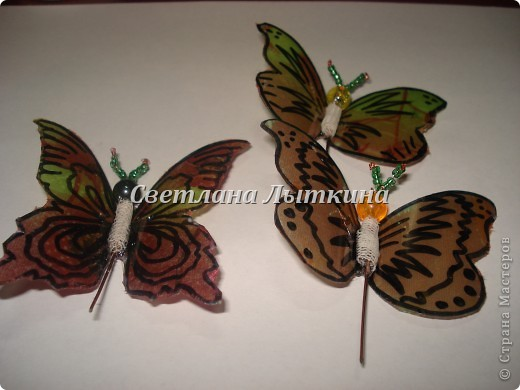 впервые увидела таких бабочек здесь http://by-hand.ru/item/view/3710 и решила себе сделать таких же прелестниц. Подробное описание как вырезать бабочек не буду повторять, а напишу лишь о своих изменениях. фото 5