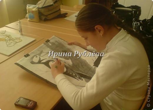 """Это работа моей ученицы Ясмины Валевац. Декоративное панно """"Дятел"""". Выполнено из пшена, коры и чая.  фото 3"""