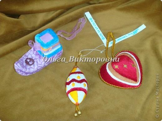 Елочные игрушки (из пенопласта и ткани) фото 1