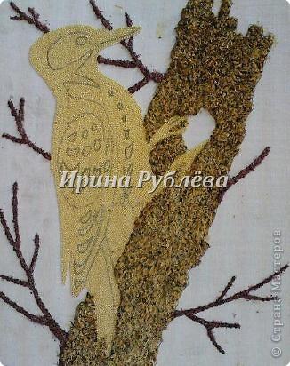 """Это работа моей ученицы Ясмины Валевац. Декоративное панно """"Дятел"""". Выполнено из пшена, коры и чая.  фото 6"""