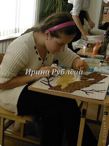 """Это работа моей ученицы Ясмины Валевац. Декоративное панно """"Дятел"""". Выполнено из пшена, коры и чая.  фото 7"""