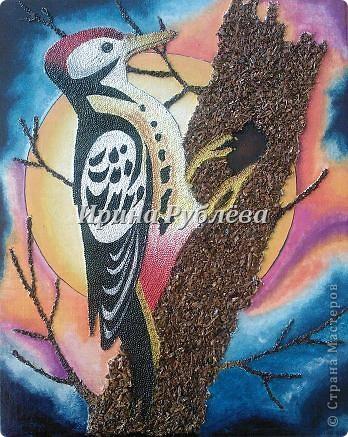 """Это работа моей ученицы Ясмины Валевац. Декоративное панно """"Дятел"""". Выполнено из пшена, коры и чая.  фото 10"""