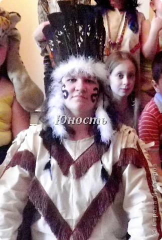 1 июня - День защиты детей! У нас в детском саду было решено отметить как День индейца!!! (моя идея, как большой почитательницы индейских народов) Пришлось потрудиться, чтоб создать костюм, т.к. я вообще-то не мастерица и не любительница шить. Поэтому то, что получилось для меня Великий Подвиг и Огромная Радость!!! Хвастаюсь! фото 6