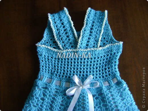 Здравствуйте, Мастерицы! Как ни странно, но это мое первое детское платье. Спасибо всем, кто показывает свои работы. Они послужили мне источником вдохновения.  Такое платьице я связала знакомой девчушке на день рождения. фото 4