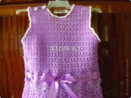 Здравствуйте, Мастерицы! Как ни странно, но это мое первое детское платье. Спасибо всем, кто показывает свои работы. Они послужили мне источником вдохновения.  Такое платьице я связала знакомой девчушке на день рождения. фото 16