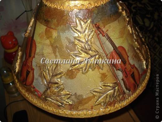 Вот такая лампа у меня получилась после реставрации. Абажур давно сломали дети а сама лампа была в хорошем состоянии, вот пришло вдохновение и я решила отреставрировать старый абажур. фото 3