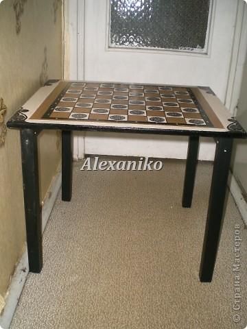 Шахматный столик в технике декупаж. Это вид столика сверху. фото 3